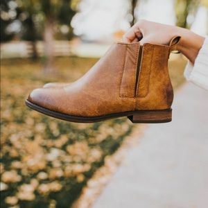 Shoes - Brown ankle booties